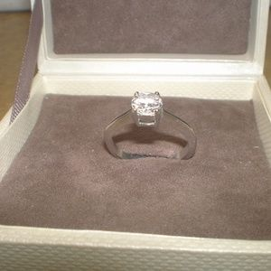 unbranded Jewelry - CZ ring 7 1/2 elegant in silver tone